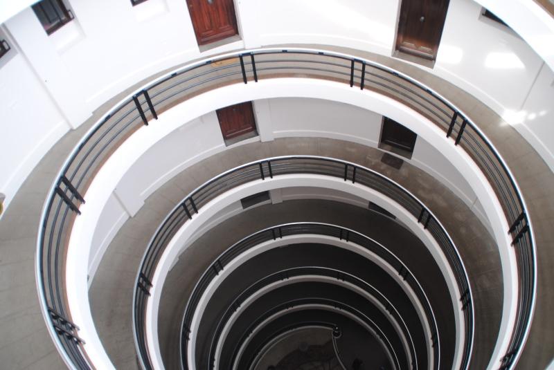 On peut entrer dans un immeuble sans escalier.