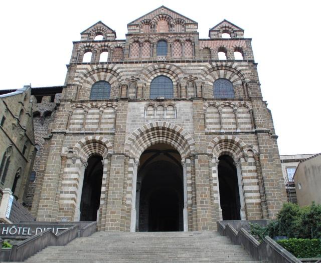 decouvrir-cathedrale-puy-en-velay