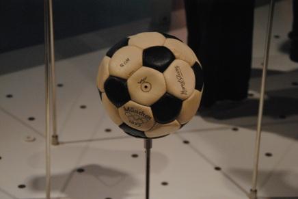 Un ballon au musée olympique
