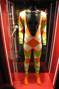 Un costume porté par Freddie Mercury.