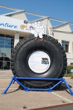 La roue devant le musée Michelin.