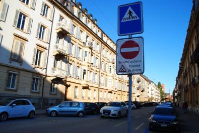 Dans les zones bleues, le stationnement est gratuit et limité dans le temps à 60 minutes.