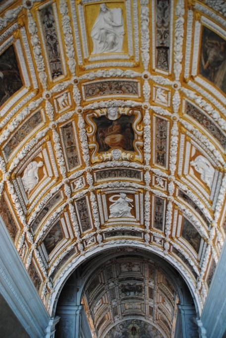 Dans le palais des Doges, on peut admirer les feuilles d'or qui décorent l'escalier d'or.