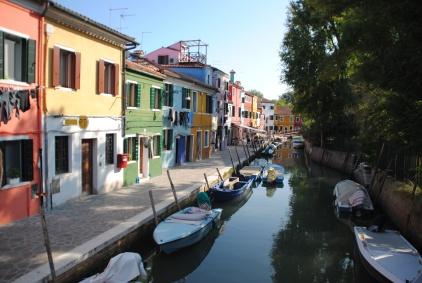A Burano, iIl n'y a pas réellement d'harmonie de couleurs entre toutes ces demeures