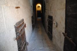 L'intérieur de la prison.