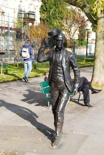 Une statue qui rappelle la belle époque.