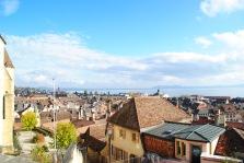 Une vue sur Neuchâtel depuis le parc du château