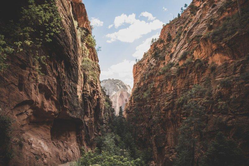 cliff-1866832_1920
